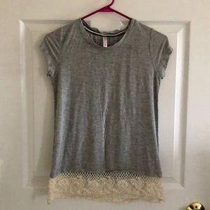 Xhilaration tee shirt with lace bottom